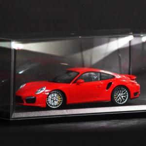 Caixa acrílica para exposição de miniatura à escala 1/18 c/led